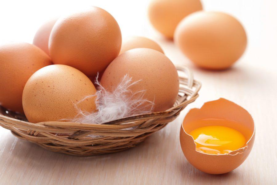 сырое куриное яйцо